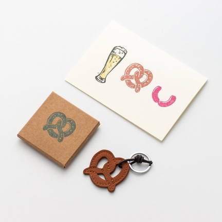 'PRETZEL' KEYRING & GREETING CARD