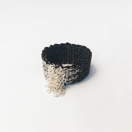 RING WITH FRINGES