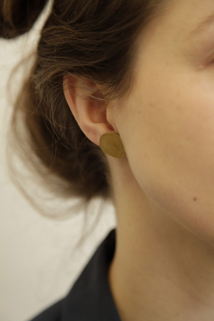 SINGLE 'OVAL' BRASS EARRING